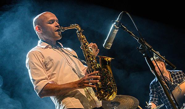 #MusikgegenCorona: Neue Videos von Jazzworkshops mit Avishai Cohen und Miguel Zenón auf YouTube hochgeladen