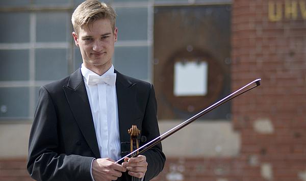 Leitfigur im Tutti: Weimarer Student Fabian Lindner ist neuer Vorspieler in der Bratschengruppe der Symphoniker Hamburg