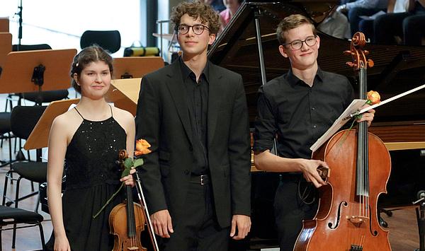 """Einfach fulminant: Duo und Klaviertrio des Hochbegabtenzentrums gewinnen den """"WDR 3 Klassikpreis"""" der Stadt Münster"""
