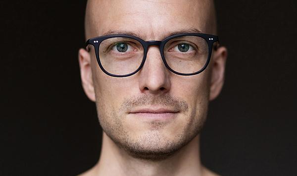 """""""Ein wunderbar freies Feld"""": Maximilian Marcoll wurde zum neuen Professor für elektroakustische Komposition und Klangkunst berufen"""