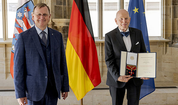 """""""Spuren hinterlassen"""": Hochschulpräsident Prof. Dr. Christoph Stölzl wurde mit dem Großen Bundesverdienstkreuz ausgezeichnet"""