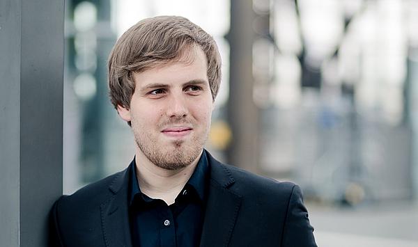 Weimarer Dirigentenschmiede: Gábor Hontvári gewinnt 2. Preis beim Internationalen Dirigentenwettbewerb Sir Georg Solti
