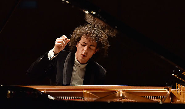 """""""Young Artist of the Year"""": Weimar piano student Can Çakmur's new solo CD receives international acclaim"""