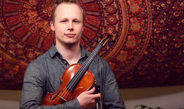 """""""Ein großes Glück"""": HfM-Absolvent Franz Berlin ist neuer 1. Konzertmeister im Philharmonischen Orchester Bremerhaven"""
