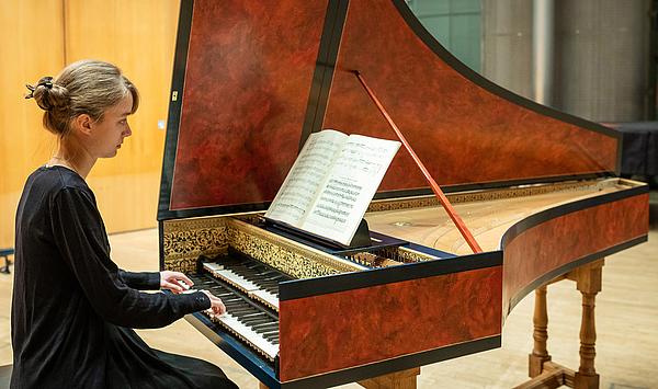 Instrumentaler Zuwachs: Neues Cembalo in flämischer Bauweise ergänzt Angebot am Institut für Alte Musik