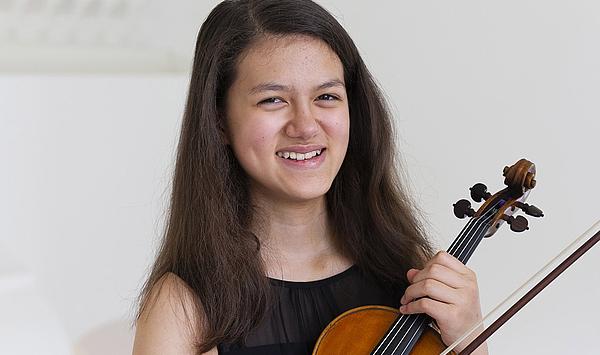 Debüt im Schießhaus: Zwei Preisträgerinnen des SPOHR-Violinwettbewerbs konzertieren bei den 61. Weimarer Meisterkursen