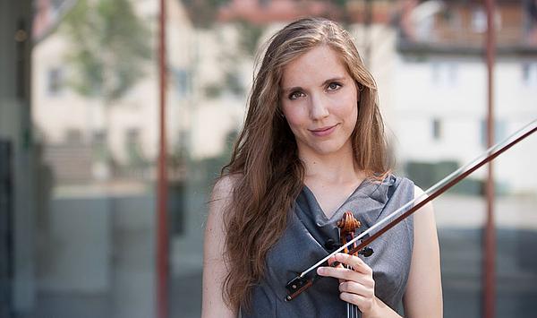 """""""Prägende Momente"""": Drei Fragen an die Geigerin Ute Klemm, Solistin des Sinfoniekonzerts des Hochschulorchesters in der Weimarhalle"""