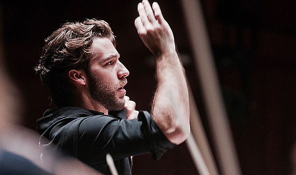 At the top of the winners' rostrum: Weimar conducting graduate Lorenzo Viotti named Chief Conductor of the Gulbenkian Symphony Orchestra in Lisbon