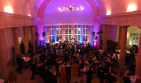 Swing-Tanz mit Salon-Orchester: Zweiter Hochschulball der Hochschule für Musik FRANZ LISZT Weimar im Schießhaus