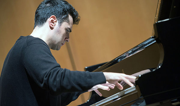 Tag der Entscheidung: Die drei Finalisten des 9. Internationalen FRANZ LISZT Klavierwettbewerbs Weimar – Bayreuth spielen mit Orchester in der Weimarhalle